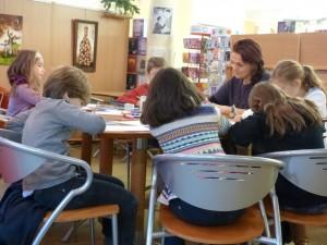 Marie Remande, professionnelle de l'écriture depuis 15 ans : presse ados, éducation, institutions, anime des ateliers d'écriture créative tous publics.